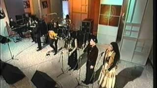 Robbie Robertson Ghost Dance/Mahk Jchi LIVE On BBC