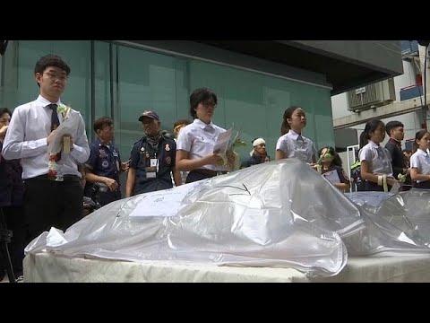 العرب اليوم - شاهد: طلاب تايلاند يودّعون جثثًا استخدموها في دراساتهم التشريحية