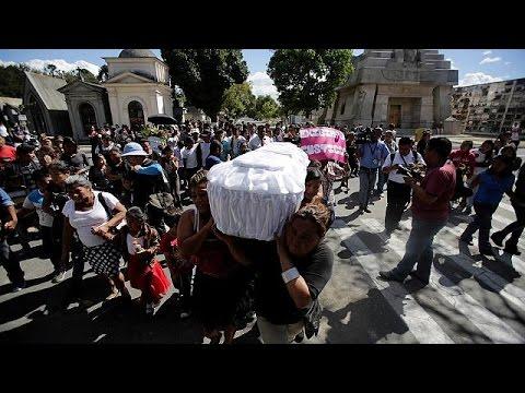 Γουατεμάλα: Θρήνος στις κηδείες των θυμάτων της πυρκαγιάς στον ξενώνα κακοποιημένων παιδιών