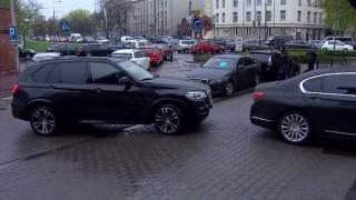 Stłuczka limuzyn przed siedzibą PiS.