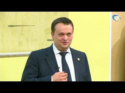 Андрей Никитин провел со студентами «Диалог на равных»