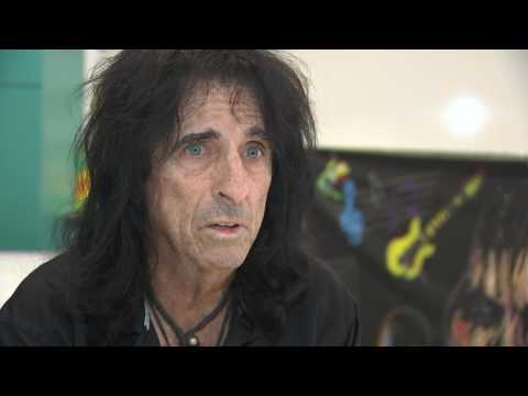 Interview with Alice Cooper on late musician Glen Campbell (видео)