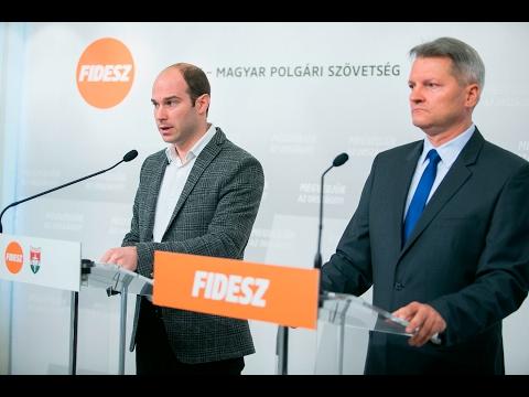 A Fidesz-KDNP-s politikus Hollik István Kucsák Lászlóval közösen tartott szombati sajtótájékoztatóján