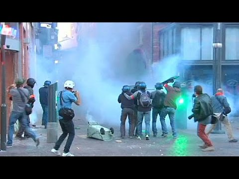 Video France: police clash with protesters over activist death download in MP3, 3GP, MP4, WEBM, AVI, FLV January 2017