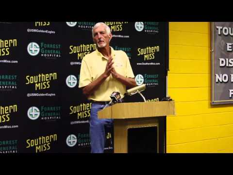 Ray Guy speaks at football press conference [Video]
