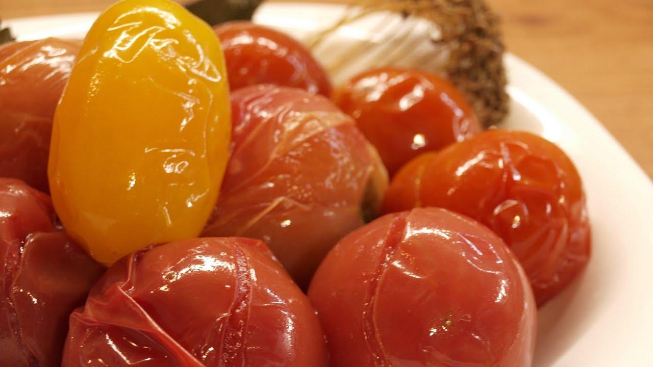 Как сделать быстрые соленые помидоры