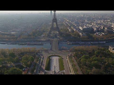 Εκ διαμέτρου αντίθετες drone εικόνες από Παρίσι και Γουχάν…