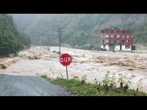 Τουρκία: φονικές πλημμύρες πλήττουν τις ακτές της Μαύρης Θάλασσας