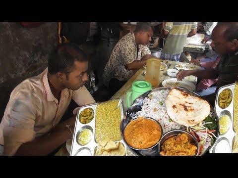 Video Chitto Babur Dokan Kolkata Deckers Lane | Most Delicious & Cheap Street Food India | Kolkata Food download in MP3, 3GP, MP4, WEBM, AVI, FLV January 2017