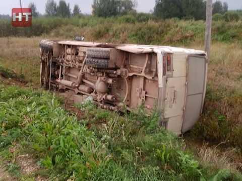 В Крестецком районе перевернулся автобус с пассажирами
