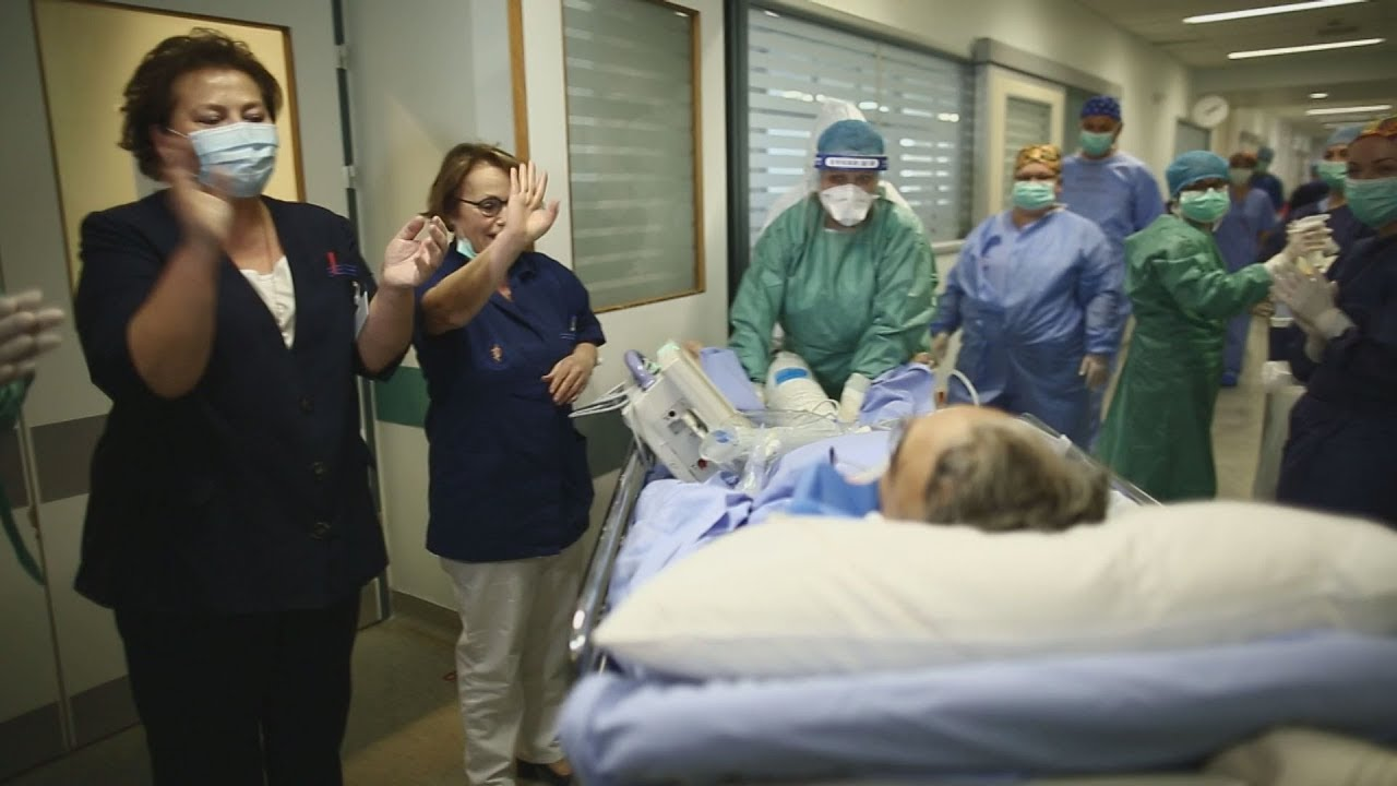 Οδοιπορικό στο Νοσοκομείο «Αττικόν» του ΑΠΕ-ΜΠΕ. Οι ήρωες πίσω από τις μάσκες