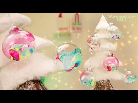 sfere natalizie con decorazione watermarble