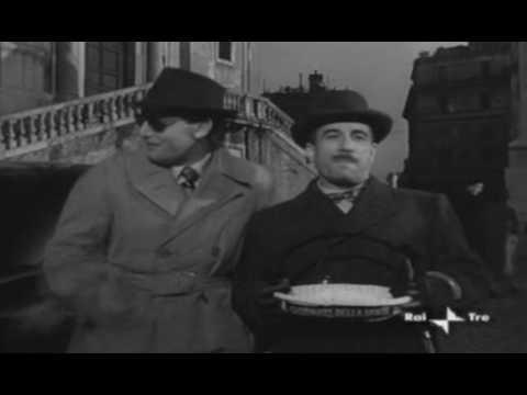 E che la porti in CIRCOLARE??? Alberto Sordi e Peppino De Filippo da Il segno di Venere (1955)