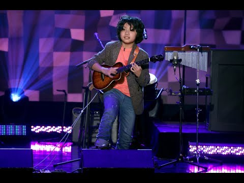 Talented Kid Ukulele Prodigy Feng E Takes the Stage