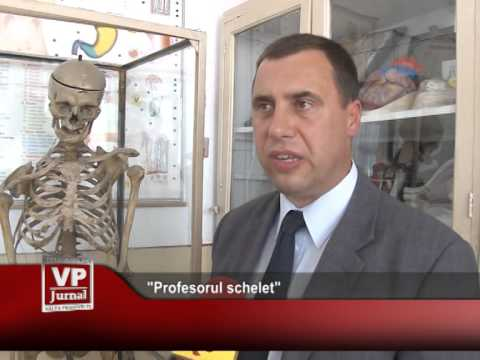 """Profesorul schelet"""