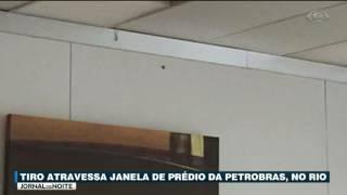 O edifício sede da Petrobras, no Rio de Janeiro, foi atingido por um tiro.