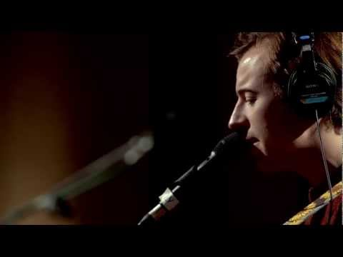 Tekst piosenki Bombay Bicycle Club - Video Games (Lana Del Ray cover) po polsku