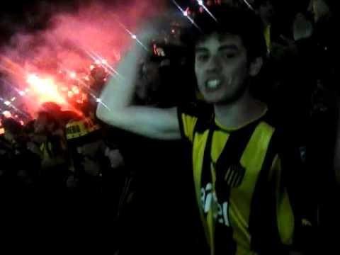 Recibimiento de la hinchada de Peñarol vs Danubio en el Campeón del Siglo - Barra Amsterdam - Peñarol