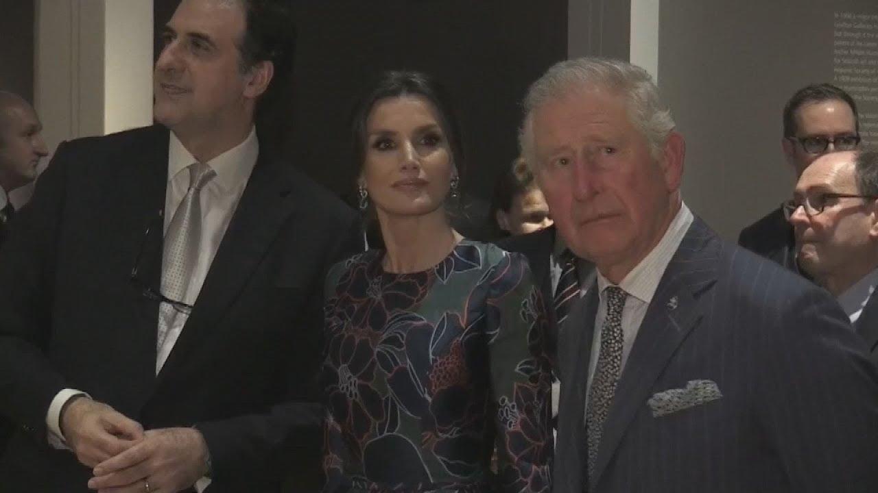 Η βασίλισσα Λετίσια της Ισπανίας με τον  πρίγκιπα Κάρολο της Ουαλίας σε εγκαίνια έκθεσης