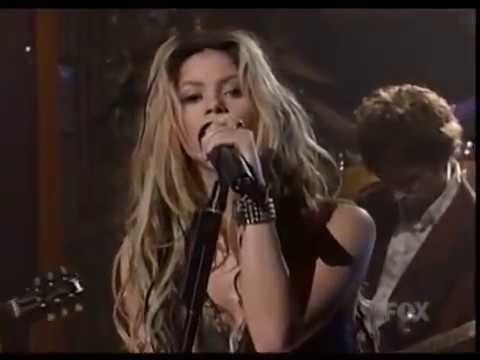 Shakira - Underneath Your Clothes (Mad TV 16. 03. 2002)