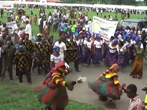THE UNUSUAL DANCE OF A SPECIAL MAN AND  MASQURADE