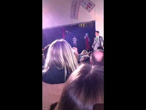 Mariah Carey: Mariah Carey kam als Hologramm nach Fra ...