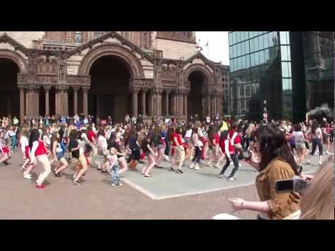 1D BOSTON FLASH MOB