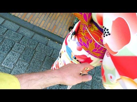 Как потрогать за грудь девушку в кимоно