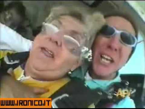 nonna paracadutista perde la dentiera in volo