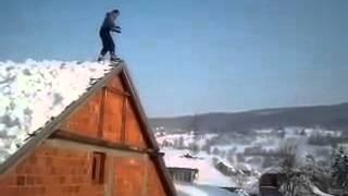 Salta al vacio desde el tejado