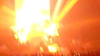 Nickelback's amazing drummer Daniel Adair does a drum solo at MEN Arena 22nd may 2009. This is part one!