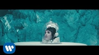 Melanie Martinez Cry Baby pop music videos 2016