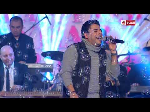 """هاني حسن الأسمر يغني """"ادلع يا حلو"""" في احتفال """"إعلام المصريين"""" برأس السنة"""