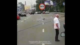 Водитель смог выбраться из горящей машины после чудовищной аварии