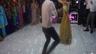 Video Punjabi Girl rocks the dance floor! in NRI Sikh Wedding | Best Punjabi Wedding Dance Ever MP3, 3GP, MP4, WEBM, AVI, FLV Juni 2018