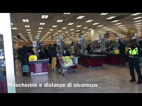 San Donato, lunghe code per la spesa