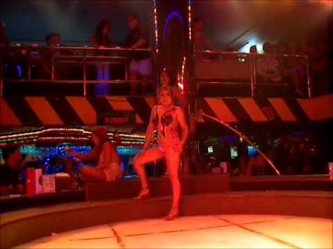 OMG!! 2 of 3 Super Sexy Girls – Dollhouse Bodypaint – Front Row!