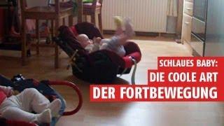 Lustige Baby Videos: Baby Schaukelt Im Kindersitz Durch Die Küche - Lustige Zwillinge