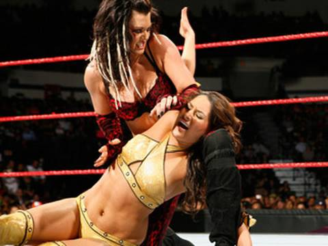 The Bella Twins vs. Jillian & Katie Lea WWE