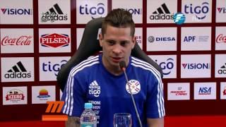 Juan Manuel Iturbe fue consultado por un periodista, durante la conferencia de prensa de la Selección Paraguaya de Fútbolu200b, si podía hablar en guaraní y el ...