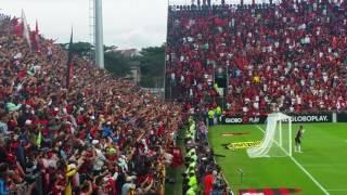 Festa nas arquibancadas. Guerrero cobra falta e Flamengo abre o placar na Ilha do Urubu, Brasileirãon2017