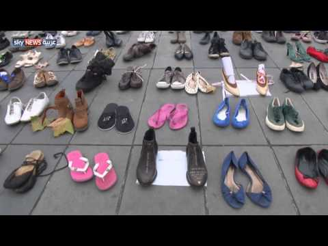 بان كي مون يخلع حذاءه في باريس