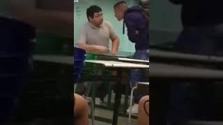 Aluno dá soco em rosto de professor na escola