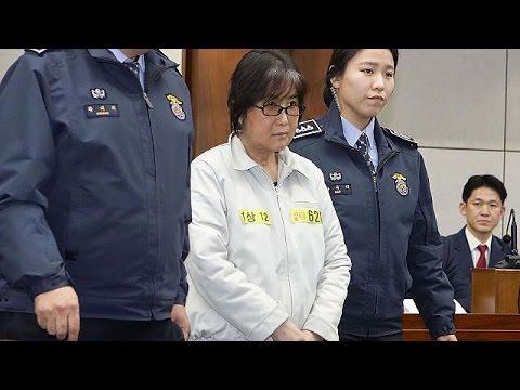 Ν.Κορέα: Προσήλθε στο δικαστήριο η «πέτρα του σκανδάλου» και προσωπική φίλη της προέδρου Παρκ…