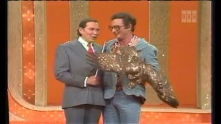 Charles comes back! Plus Dumb Dora goes on an Easter Hegg Hunt. Also features the short-lived rule in the Head-to-Head match where contestants couldn't pick the same celebrity (Richard) consecutively.Gary Burghoff, Brett Somers, Charles Nelson Reilly, Madlyn Rhue, Richard Dawson, Betty White