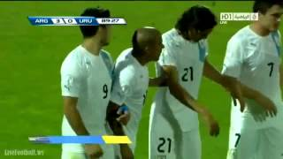 Choques de Messi contra Maxi Pereira