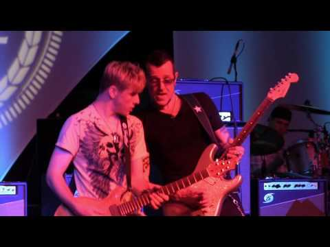 Born Under A Bad Sign - Gary Hoey & Tallan Noble Latz at The 2016 Dallas International Guitar Show Day 3