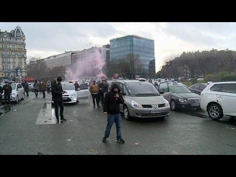 Γαλλία: Κλιμακώνουν τις κινητοποιήσεις τους οι αυτοκινητιστές