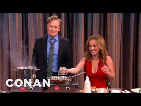 Conan vaří čokoládové těstoviny