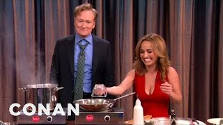 Video Giada De Laurentiis & Conan Make Chocolate Linguini MP3, 3GP, MP4, WEBM, AVI, FLV Desember 2018